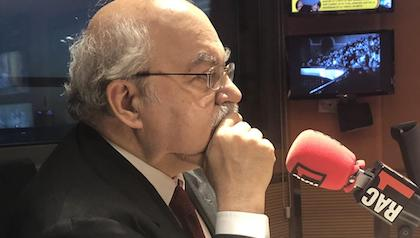 Andreu Mas-Colell in front of RAC1 microphone